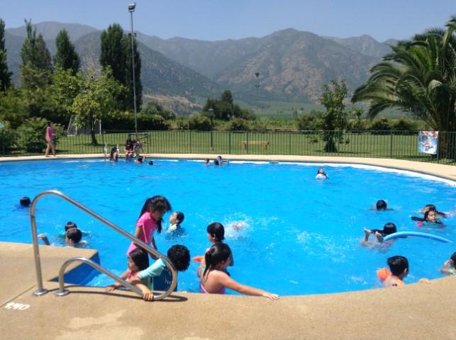 piscina con niños